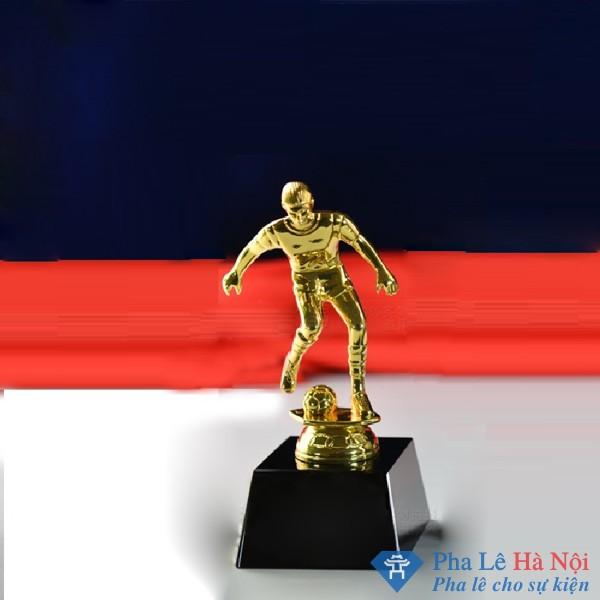 Cúp Pha Lê Thể Thao Cầu thủ chơi Bóng Đá mạ vàng chân đen
