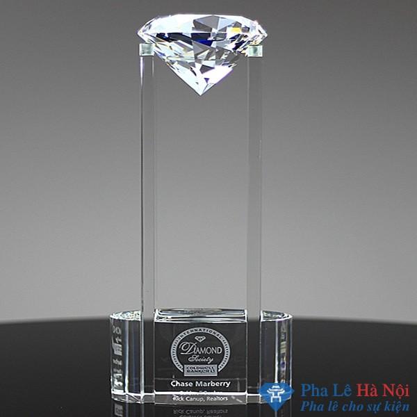 Cúp pha lê kim cương cách điệu