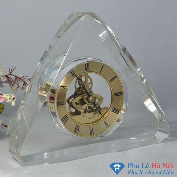 Đồng hồ pha lê tam giác