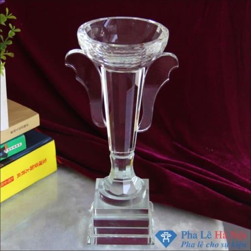 Cúp pha lê vô địch hình chiếc ly