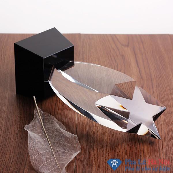 Cúp pha lê ngôi sao béo chân đen