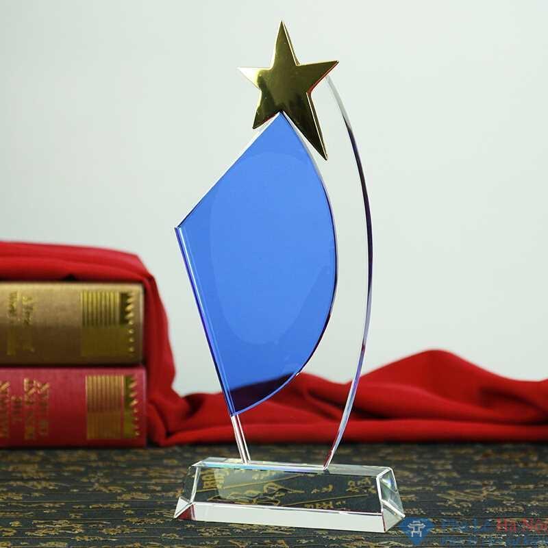 TB1HCsArStYBeNjSspaL6SOOFXa SPEC - Kỷ niệm chương pha lê cánh buồm đính sao vàng