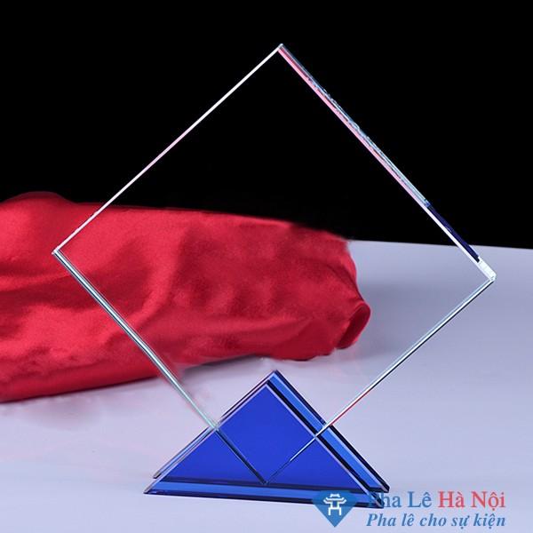 Kỷ niệm chương pha lê vuông chéo chân xanh