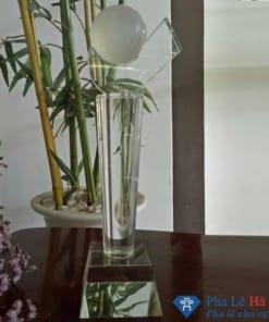 Cúp pha lê Tennis hình móc câu thân tròn chân trắng