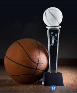 Cúp pha lê thể thao bóng rổ thân vuông chân đen