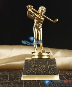 Cúp pha lê thể thao cầu thủ chơi golf mạ vàng