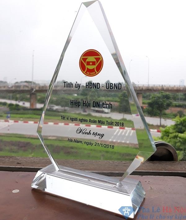 20180918 103956 - Kỷ niệm chương pha lê tam giác