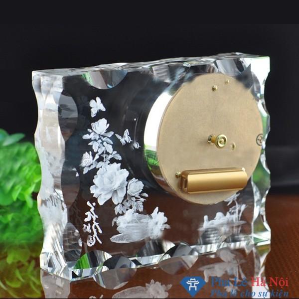 Đồng hồ pha lê 3D hình bông hoa