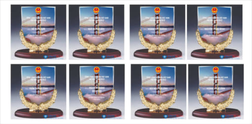 Kỷ niệm chương pha lê nguyệt quế vàng lãnh sự quán