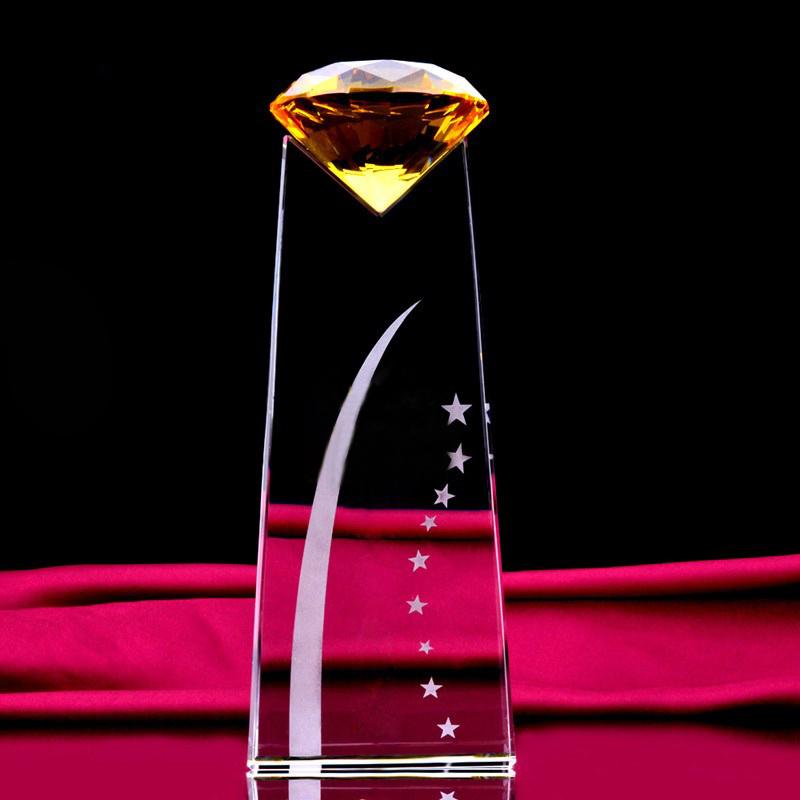 Cúp pha lê vinh danh kim cương vàng kim tự tháp