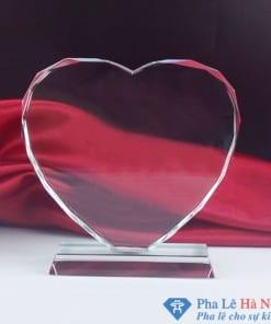 Kỷ niệm chương pha lê trái tim đứng