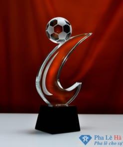 Cúp pha lê thể thao bóng đá móc câu