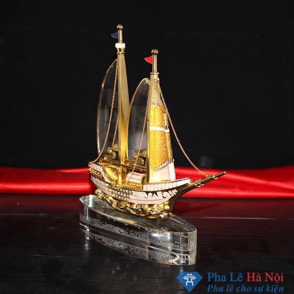 Kỷ niệm chương pha lê thuyền buồm gắn đá