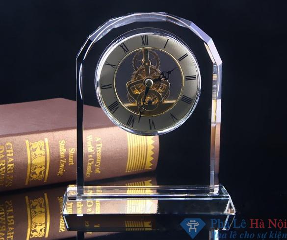 Đồng hồ pha lê cổng vòm