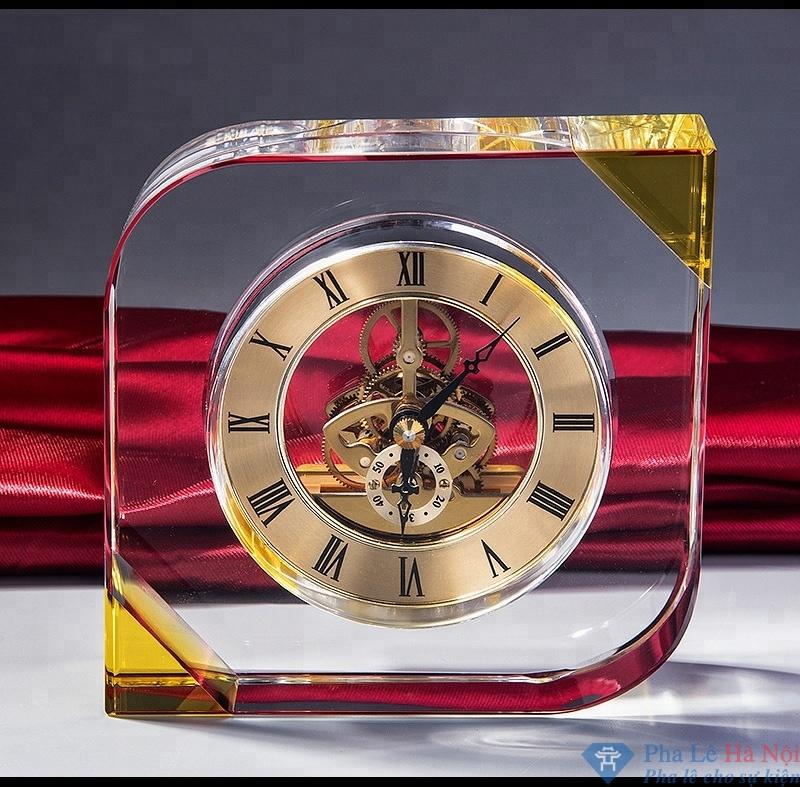 Đồng hồ pha lê hình quả trám