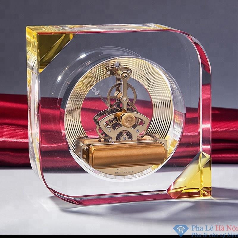 dong ho 7.3 - Đồng hồ pha lê hình quả trám