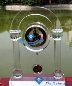 dong ho qua lac de ban1 247x296 - Đồng hồ pha lê cổng vòm quả lắc