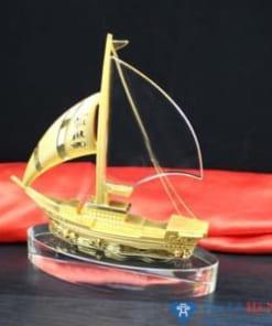 Kỷ niệm chương pha lê thuyền buồm vàng