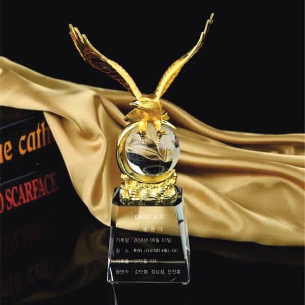 Linh vật pha lê đại bàng mạ vàng