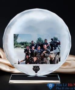Kỷ niệm chương pha lê mặt nguyệt