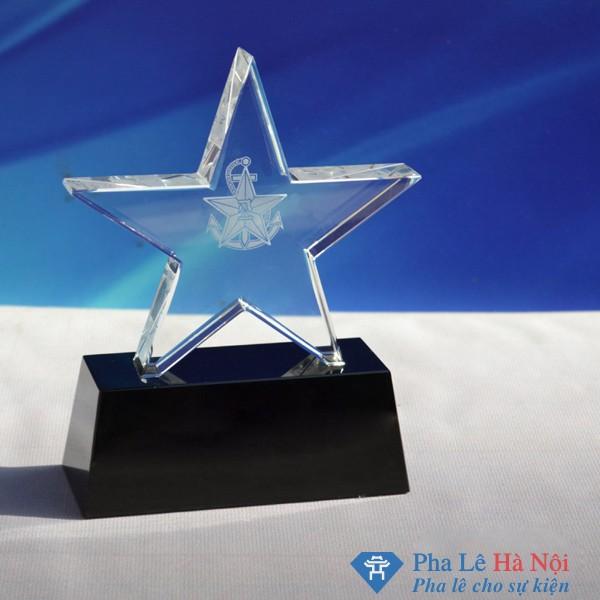 Kỷ niệm chương pha lê ngôi sao 5 cánh chân đen