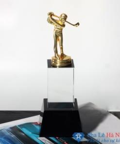 Cúp pha lê thể thao Golf mạ vàng chân đen kèm đệm