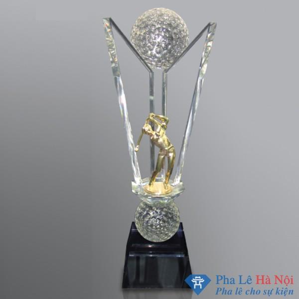 Cúp pha lê thể thao hình cánh én đính kèm người chơi golf mạ vàng