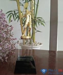 Cúp pha lê tennis mạ vàng chân đen đính kèm khối pha lê trắng