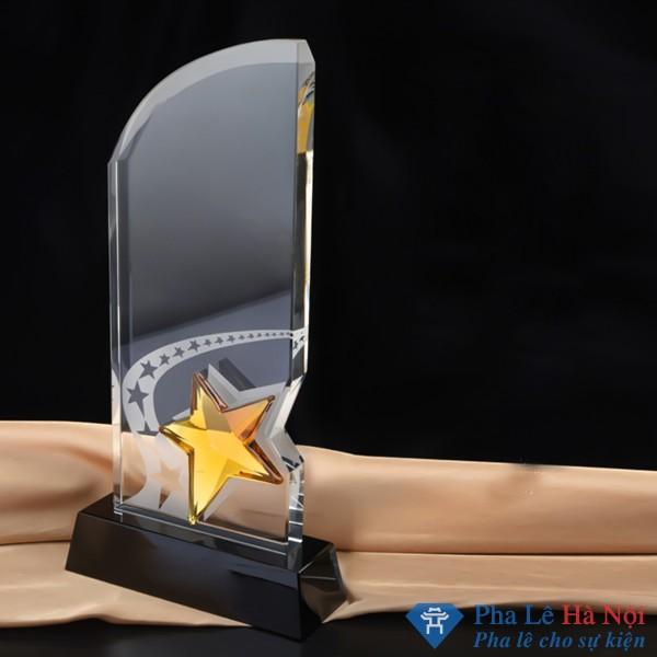 Kỷ niệm chương pha lê hình lưỡi mác gắn sao vàng