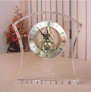 dong ho pha le trang tri 1 298x300 - Đồng hồ pha lê để bàn - quà tặng pha lê để bàn độc đáo