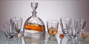 qua tang cao cap 300x150 - Tại sao bạn nên lựa chọn bộ bình rượu pha lê 3d