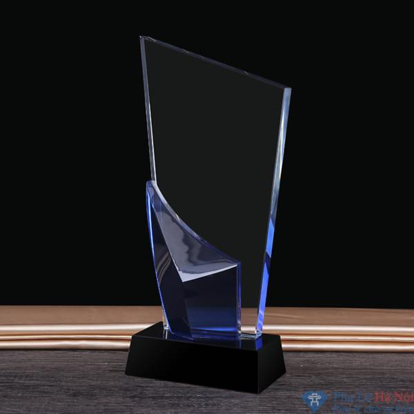 Kỷ niệm chương pha lê thân vát chéo đính lá màu xanh dương