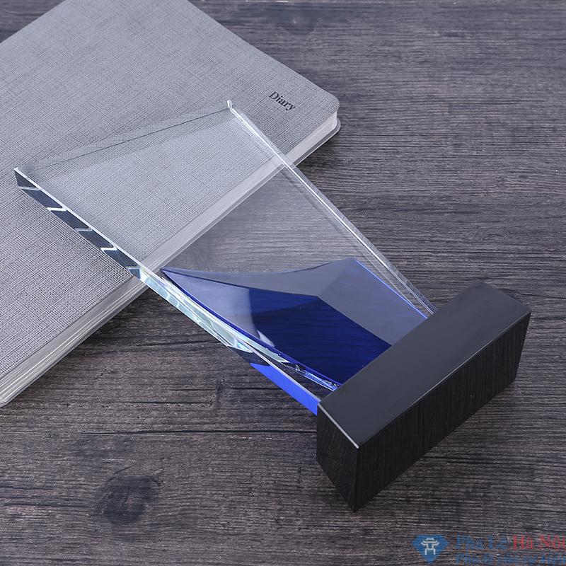 TB2oxWPaQfb uJkSnaVXXXFmVXa 716621848 - Kỷ niệm chương pha lê thân vát chéo đính lá màu xanh dương