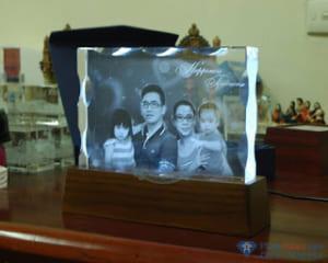 quà tặng pha lê 14 300x240 - Quà tặng pha lê độc đáo, sáng tạo in ảnh lên pha lê 3D