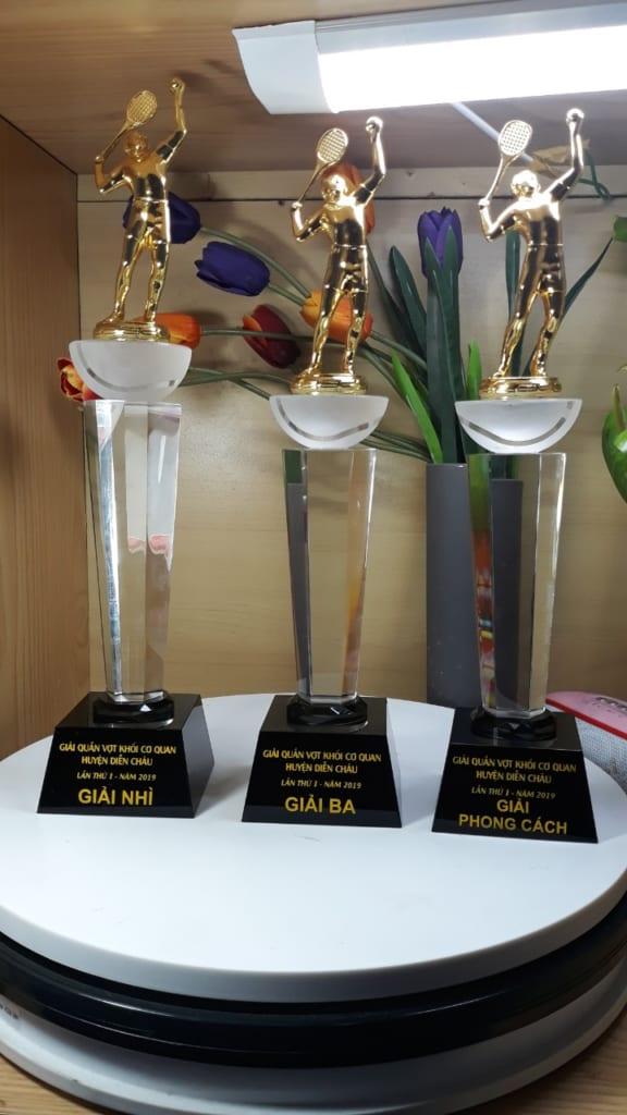 bdfa33098bc5699b30d4 576x1024 - Cup pha lê thể thao quần vợt cung cấp cho khối cơ quan huyện Diễn Châu- Nghệ An ngày 13/03/2019