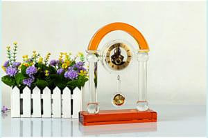 e8ea99551cbcfee2a7ad 300x200 - Đồng hồ pha lê cổng vòm vàng