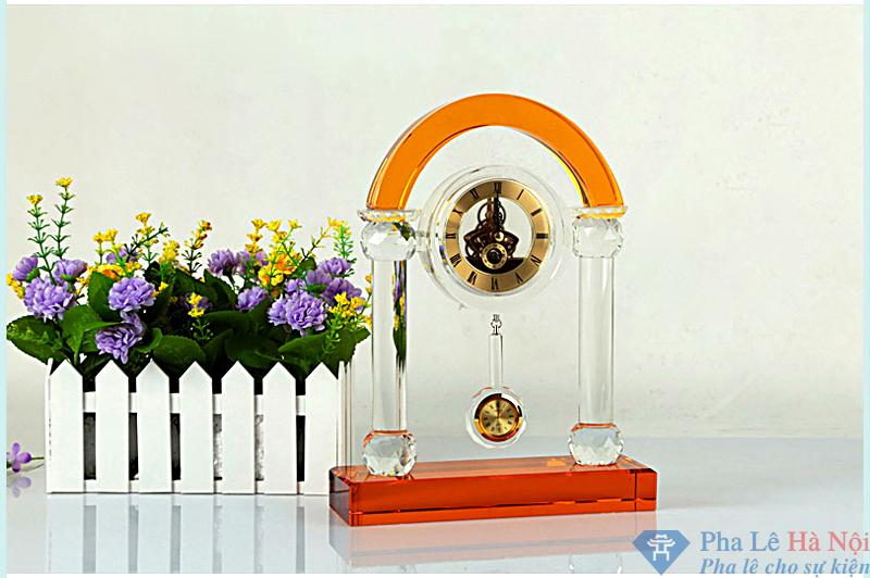 e8ea99551cbcfee2a7ad - Đồng hồ pha lê cổng vòm vàng