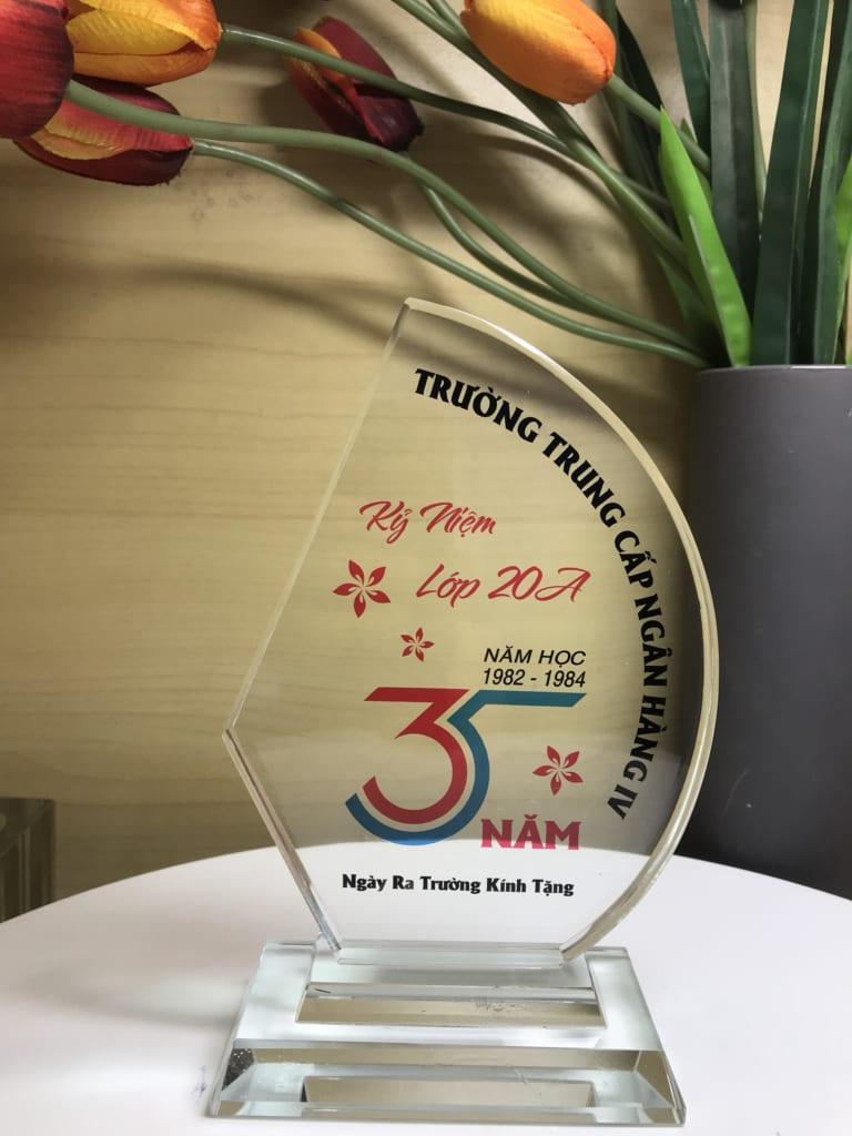 67fdb769974d72132b5c 768x1024 - Kỷ niệm chương thuyền buồm đơn cung cấp cho Trường trung cấp ngân hàng số lượng 25 chiếc ngày 07/05/2019