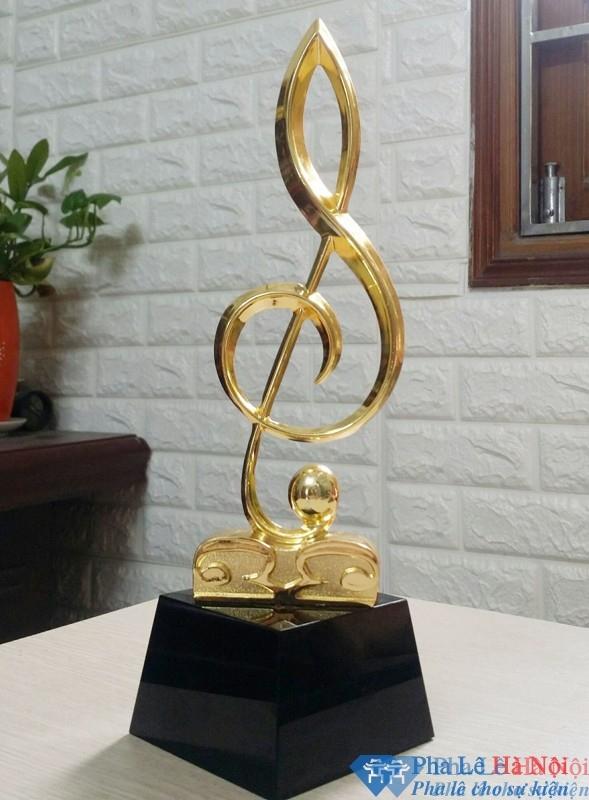 Cúp pha lê vinh danh hình nốt nhạc vàng