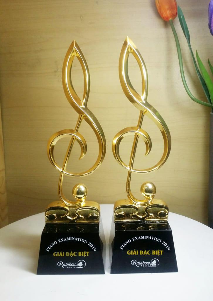 Cúp pha lê vinh danh hình nốt nhạc mạ vàng