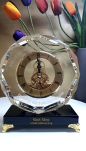 05edf5a18dfb6aa533ea 170x300 - Đồng hồ pha lê tròn 8 cạnh cung cấp cho công ty Vohun 200 đồng hồ, ngày 15/08/2019