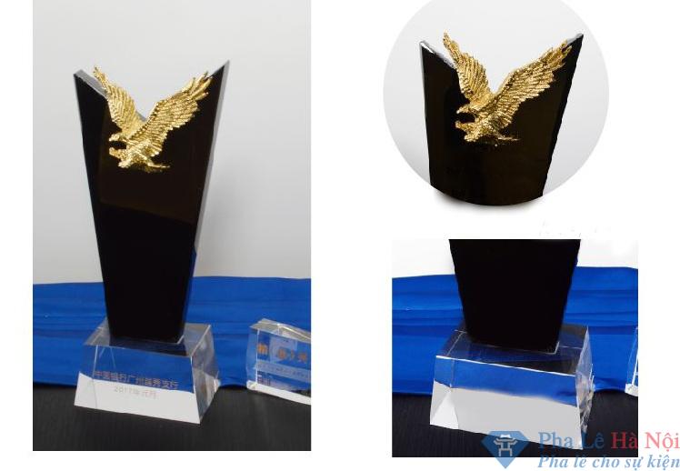 0b22e6df2379c7279e68 - Cúp golf pha lê đen gắn đại bàng mạ vàng