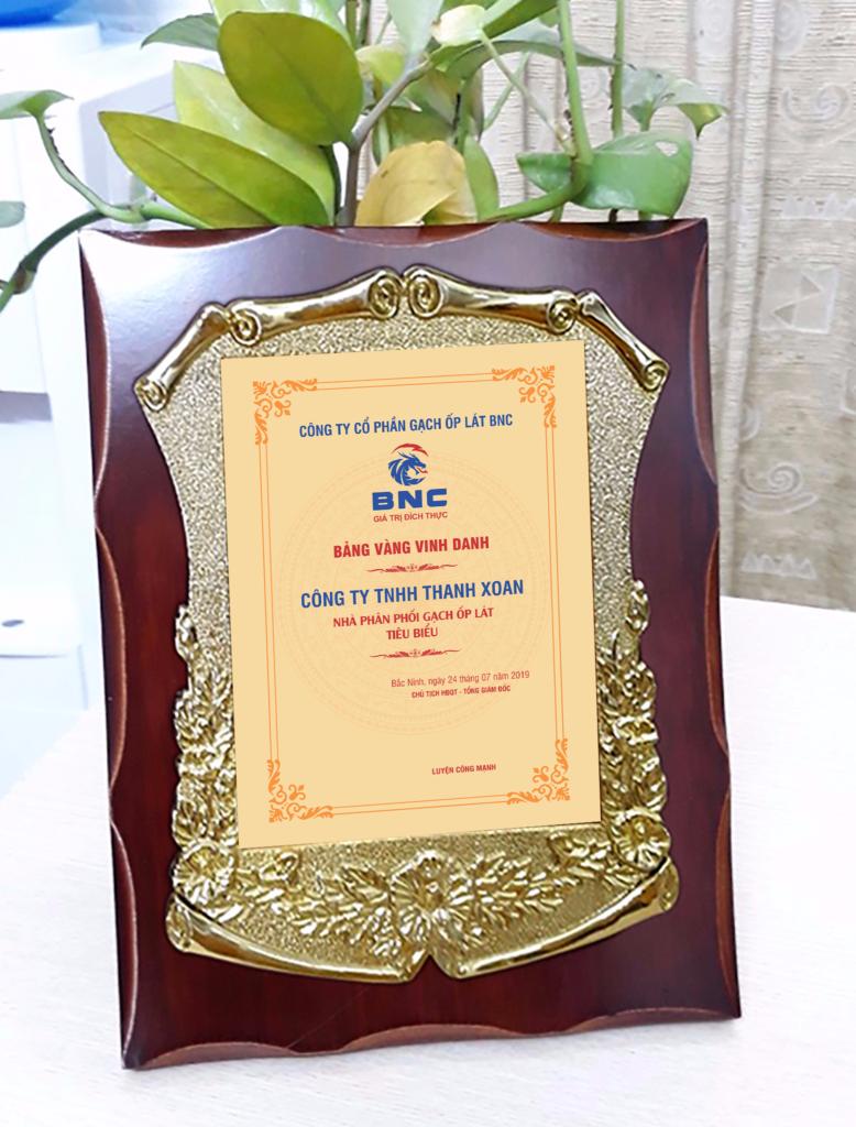 13d880f62649c2179b58 778x1024 - Kỷ niệm chương gỗ đồng , cung cấp cho công ty cố phần gạch ốp lát BNC ngày 06/08/2019, số lượng 100 chiếc