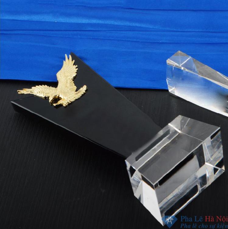 31afe45021f6c5a89ce7 - Cúp golf pha lê đen gắn đại bàng mạ vàng