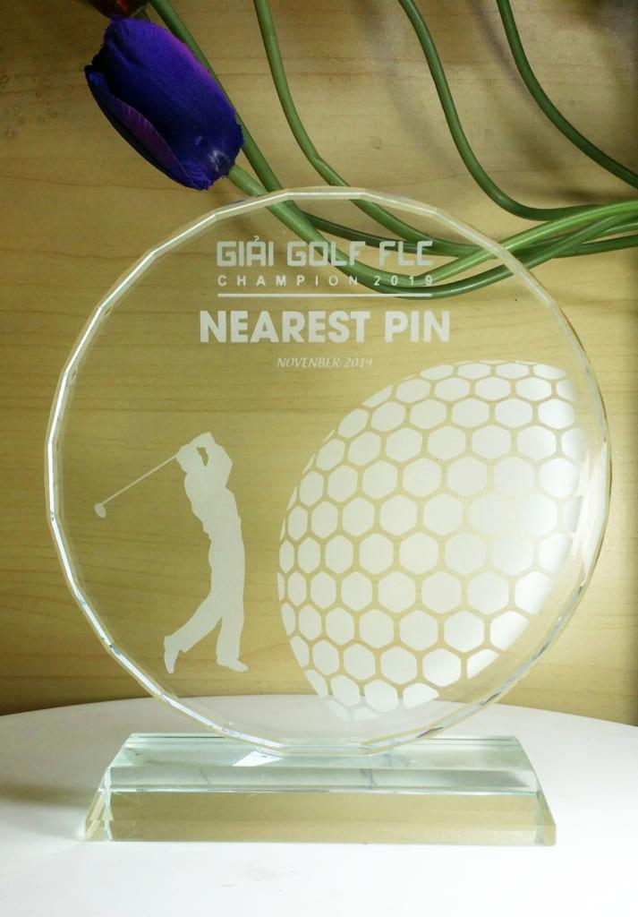 d4bea1e4d8ea3fb466fb 713x1024 - Kỉ niệm chương mặt nguyệt golf pha lê