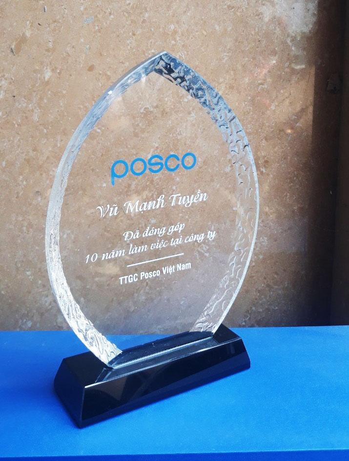 24d124413957c3099a46 - Kỷ niệm chương pha lê vinh danh Posco