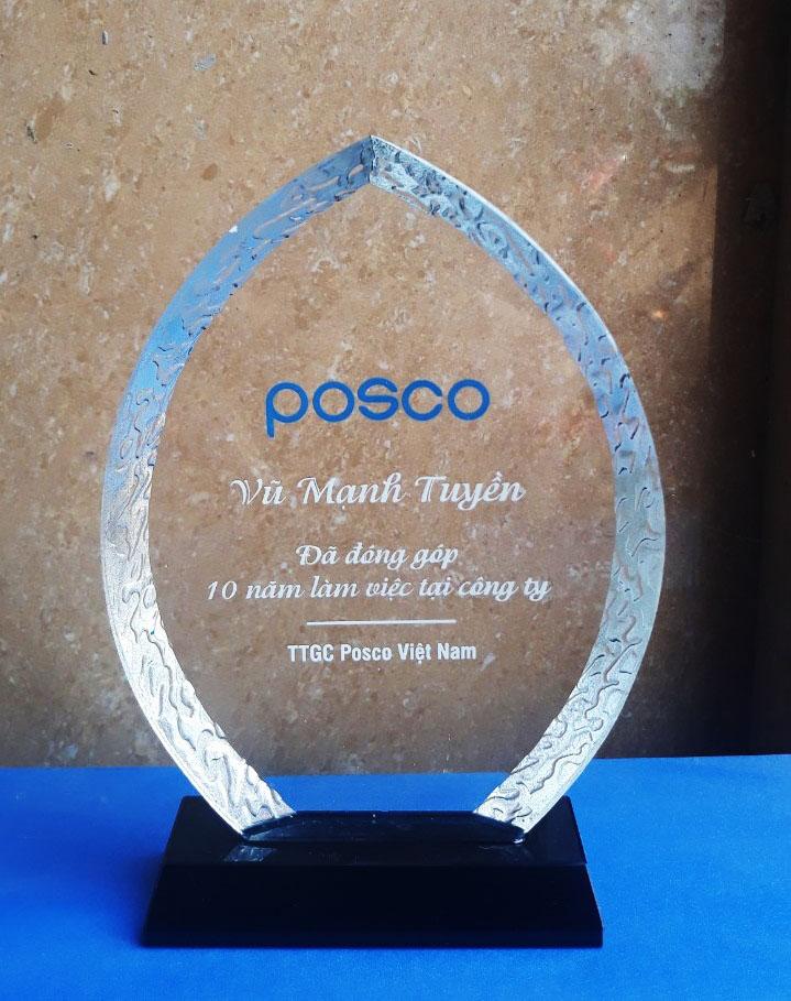 42956f1e72088856d119 - Kỷ niệm chương pha lê vinh danh Posco
