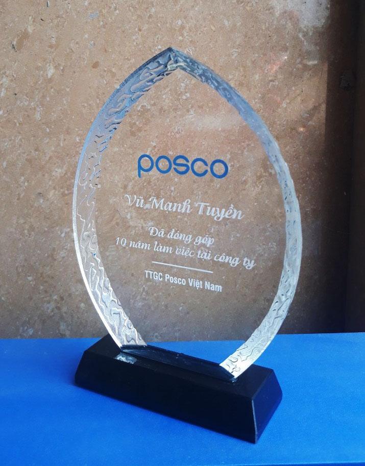 695905ce18d8e286bbc9 - Kỷ niệm chương pha lê vinh danh Posco
