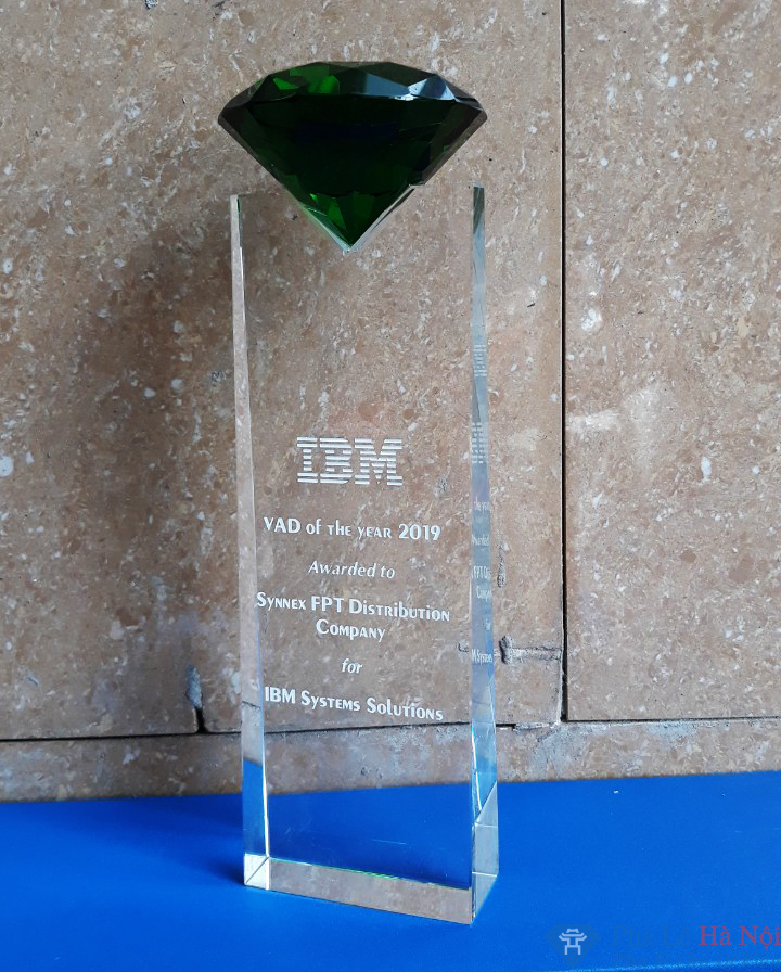 be9c63083decc7b29efd 1 - Cup vinh danh pha lê IBM