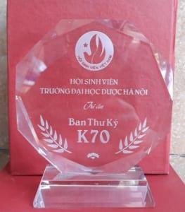 Kỷ niệm chương pha lê Đại học dược Hà Nội